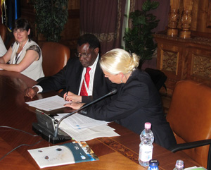 Inge Thaulow, Greenland and Ramsar Secretary General Anada Tiéga signing the Resolution of Cooperationga
